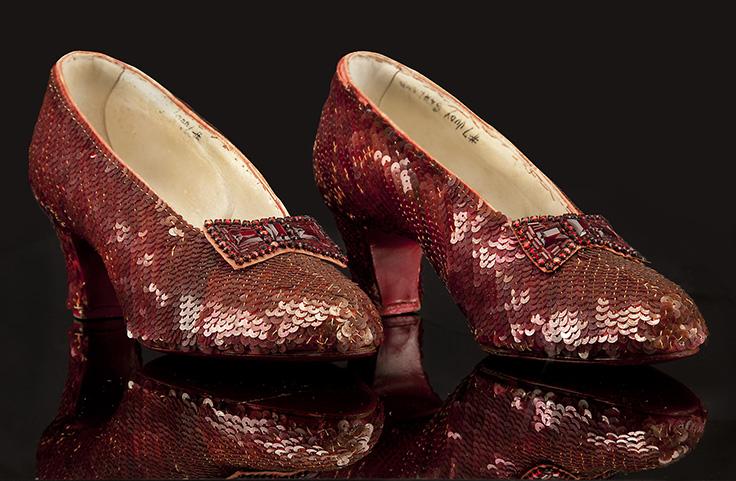 1 Original-Ruby-Slippers-from-The-Wizard-of-Oz FOTO: Aceștia sunt cei mai SCUMPI pantofi din lume: prețul lor este EXORBITANT FOTO: Aceștia sunt cei mai SCUMPI pantofi din lume: prețul lor este EXORBITANT