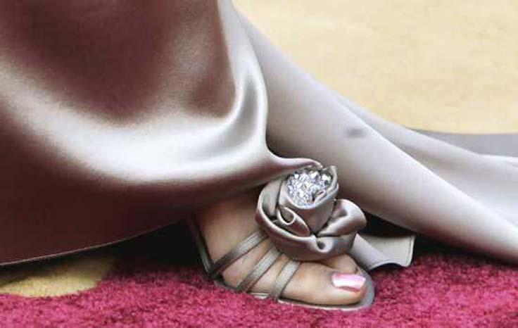5 Marilyn-Monroe-Shoes FOTO: Aceștia sunt cei mai SCUMPI pantofi din lume: prețul lor este EXORBITANT FOTO: Aceștia sunt cei mai SCUMPI pantofi din lume: prețul lor este EXORBITANT