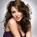 Dannii Minogue s-a dezbracat pentru bani