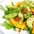 Salată cu piersici, caise şi brânză Feta