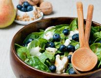 Salată cu afine şi spanac