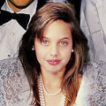 Hollywood: Angelina Jolie la 38 de ani. Portretul unei luptătoare