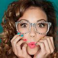 Frumuseţea ta: 7 greşeli de machiaj pe care să le eviţi dacă porţi ochelari