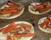 Dovlecei umpluţi cu morcov şi usturoi la cuptor