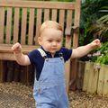 Bebelușul regal a învăţat să meargă singur