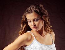 Sfaturi pentru mirese. 3 coafuri pentru sezonul de nunţi 2014!