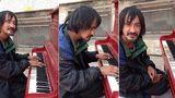 VIDEO: Un homeless cântă uimitor la pian o melodie compusă de el