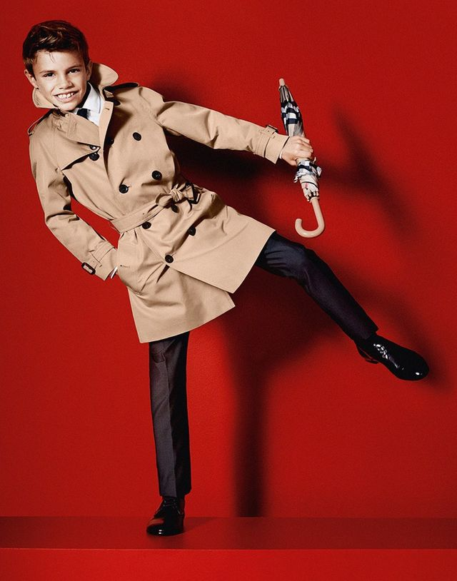 David Beckham, depăşit de fiul său în topul celor mai eleganţi bărbaţi din lume