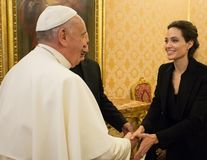 Angelina Jolie s-a întâlnit cu Papa Francisc