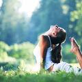 Yoga. 5 exerciţii care fac minuni pentru spatele tău. Scapă de durere!