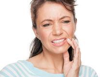 Sănătate. 7 leacuri băbeşti pentru dinţi care sunt periculoase
