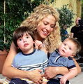 Shakira, imagine emoţionantă alături de băieţeii ei