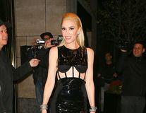 Singură şi tot mai sexy: Gwen Stefani, o femeie senzaţională la 46 de ani
