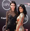 Kendall şi Kylie Jenner, cele mai influente adolescente din lume