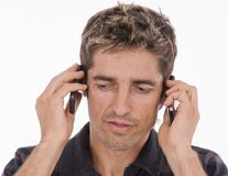 Folosirea telefonului mobil ar putea afecta fertilitatea masculină