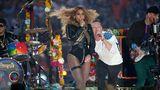 Beyonce, lăudată dar şi criticată după show-ul de la Super Bowl - VIDEO