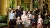 Regina Elisabeta a II-a a Marii Britanii, fotografie la 90 de ani, alături de strănepoţi