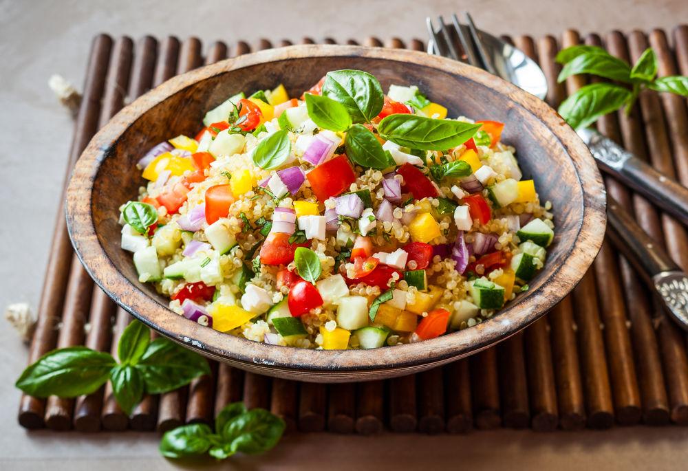 Salatele fac minuni pentru digestie după mesele copioase de Paşte