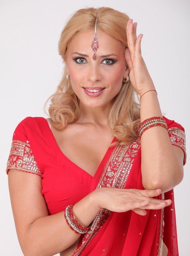 Iulia Vântur a ajuns regina neîncoronată a Indiei şi o supervedetă internaţională!
