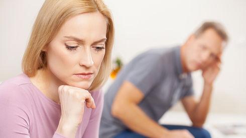 Femeie suparata pe partener