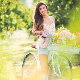 Fata cu bicicleta