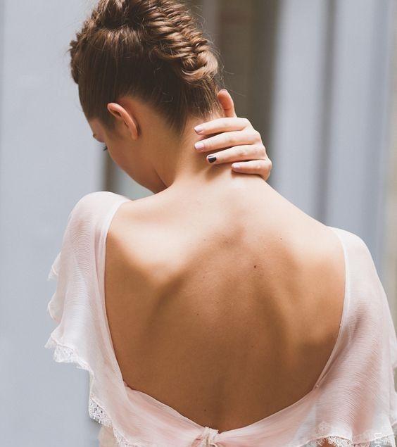 Coafura rochie cu spatele gol