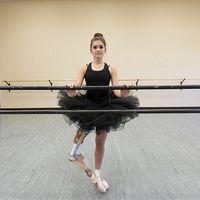 Impresionant: O fata fara un picior a devenit balerina!