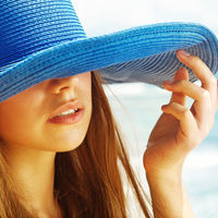 Simptome care te anunţă că ai o sensibilitate la soare. De ce apar ele?