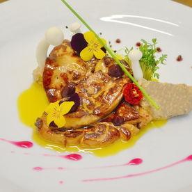 Foie gras cu piure de castane şi sos de cireşe