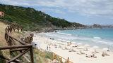 Santa Teresa Gallura, Sardinia. O plajă jovială, în buricul târgului