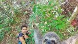 Acest turist şi-a făcut selfie-ul perfect cu cel mai vesel leneş din lume