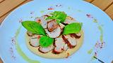 Mixul a două culturi: Mușchi de porc cu cimbru şi humus cu semințe de dovleac și sumac (sous vide)