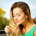 Cum se bea corect ceaiul verde? 5 reguli pe care nu le ştiai
