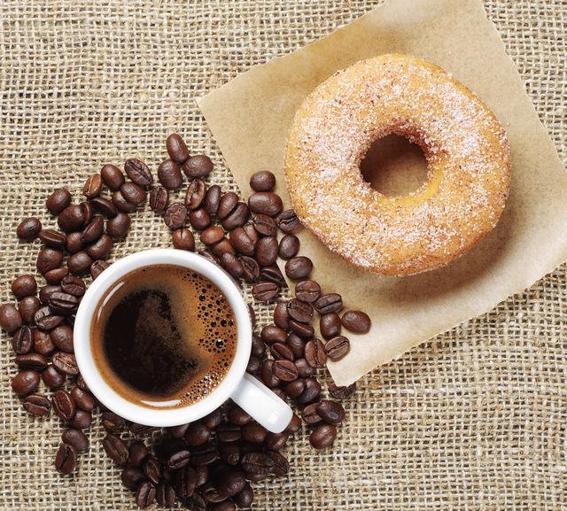 Cafea si o gogoasa