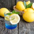 Ce se întâmplă dacă bei apă cu lămâie în fiecare dimineaţă?