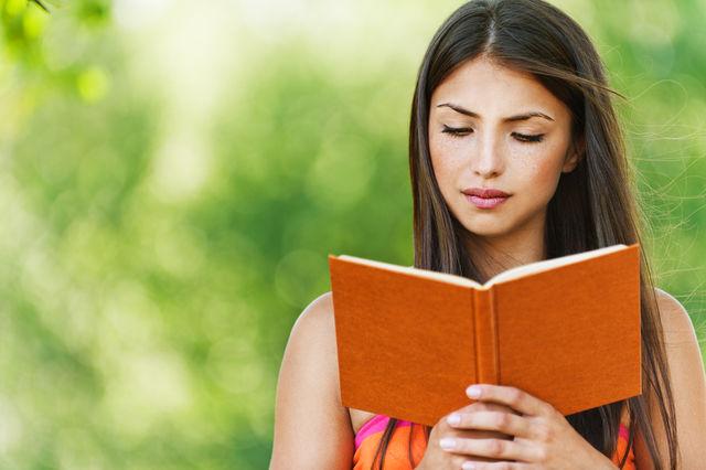 Fată care citeşte