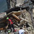 Cinci români au murit în cutremurul din Italia