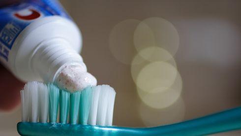pastă de dinţi