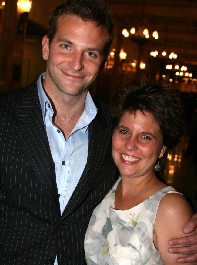 Bradley Cooper ?i sora lui mai mare, Holly