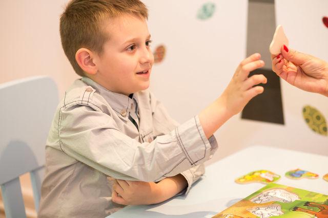 Terapie gratuita pentru copiii cu autism