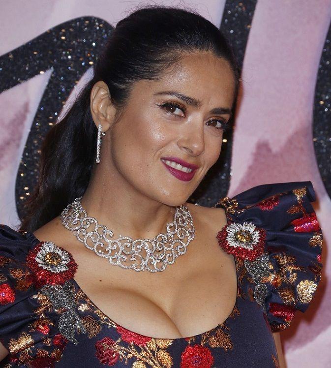 Salma Hayek, tânără şi la 50 de ani: Actriţa a făcut spectacol într-o rochie sexy