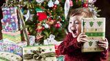 De ce nu e bine să îi cumperi copilului tău prea multe cadouri de Crăciun