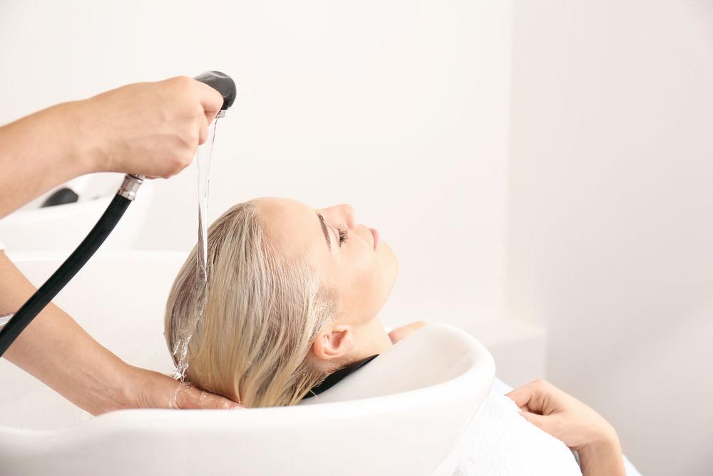 Ce se întâmplă dacă folosești balsam de păr înaintea șamponului