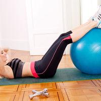 Exerciții pentru un abdomen plat pe care le poți face acasă