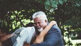 11 taţi copleşiţi de emoţii în ziua în care fetele lor se mărită. Reacţiile bărbaţilor sunt impresionante