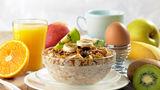 4 reguli de care să ţii cont la micul dejun dacă vrei să slăbeşti