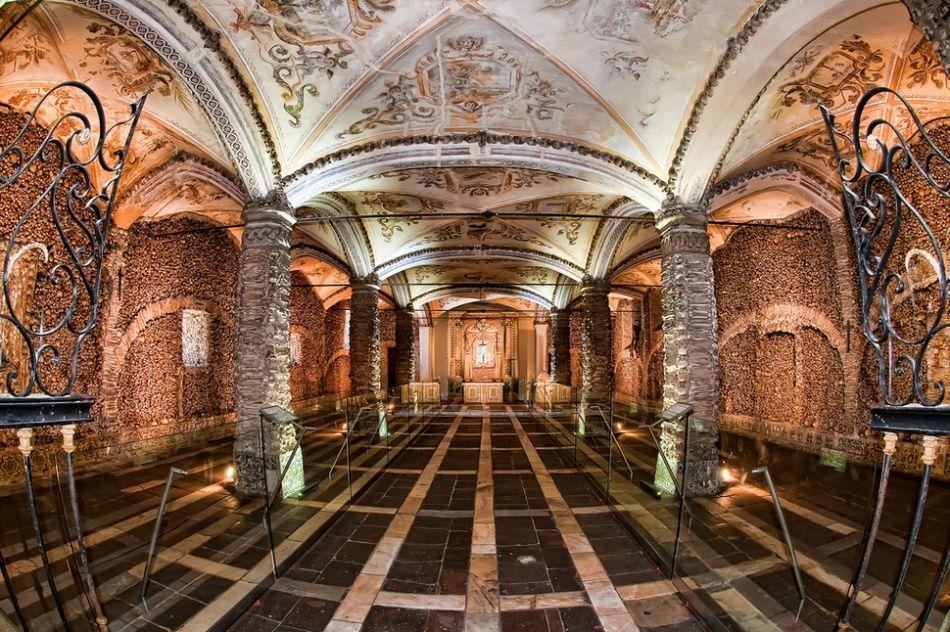 Capela dos Ossos din Evora, Portugalia