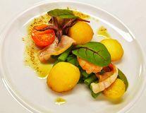 Chef Paul Siserman recomandă Salată de creveți cu calamari și sos de Liguria