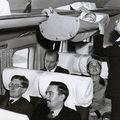 Cum călătoreau bebeluşii cu avionul în anii '50 - FOTO