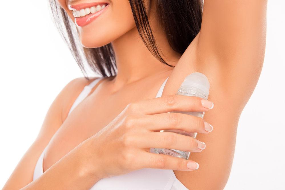 De ce ar trebui să nu mai folosești deodorant
